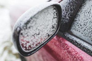 Jak zabezpieczyć samochód przez zimą- szyby
